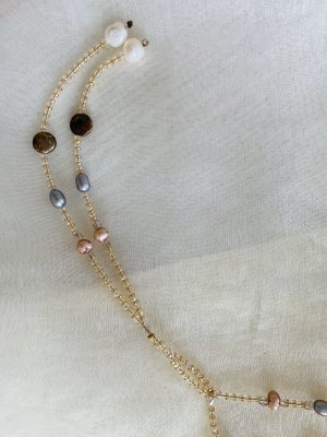 Designerkette extra lang, fein mit echten Perlen und böhmischen Kristallperlen