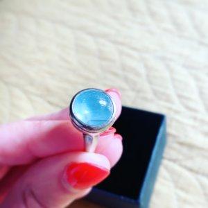 Anillo de plata azul claro