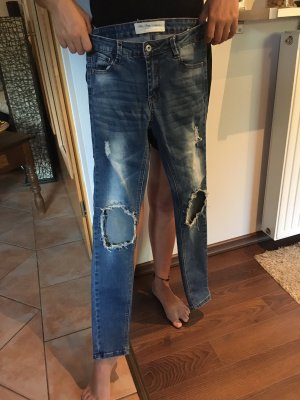 "Destroyed Jeans von ""KULT"""