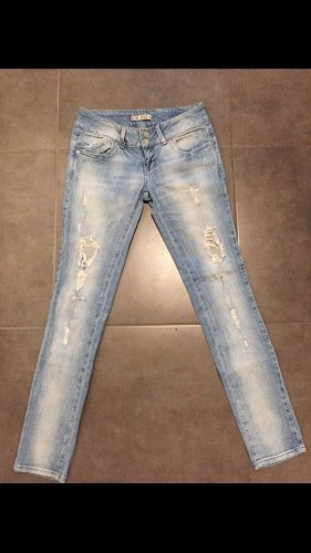 """""""Destroyed"""" Look Jeans"""