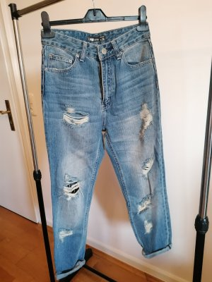 Destroyed MomsFit Jeans