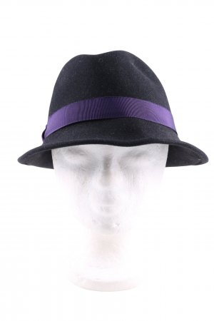 Devaki Trilby black-lilac casual look
