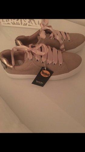 Dickeres Schuhe neu