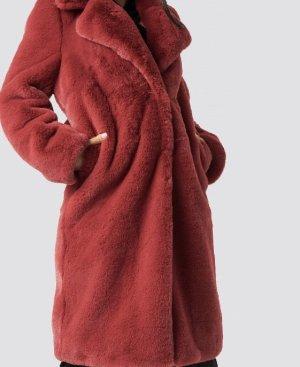 Nakd Manteau en fausse fourrure rouge foncé