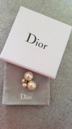 Dior Kolczyk z perłą w kolorze białej wełny