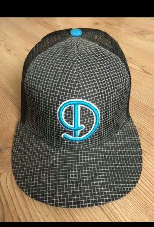 Djinns Cap, kariert mit blau-türkisen D