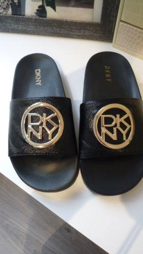 DKNY Sandalias de playa negro-color oro Poliuretano