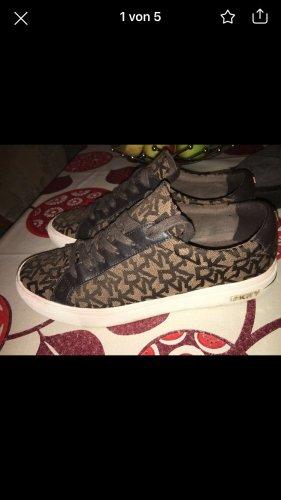 DKNY Zapatillas con tacón marrón