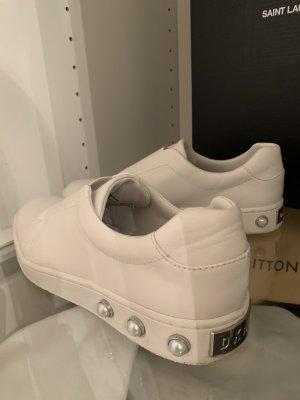 DKNY Sneaker weiß mit Perlen Slipper