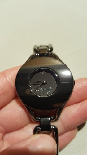 DKNY Uhr aus anthrazitfarbenem Metall