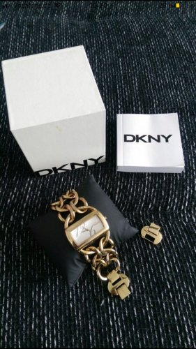 DKNY Uhr in Blogger Style