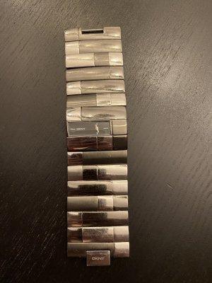 DKNY-Uhr mit verschiedenen Silbertönen