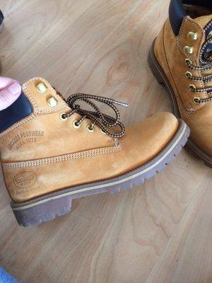 Docker's Boots Größe 37