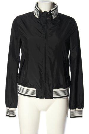 Dolce & Gabbana Cortaviento negro-blanco estampado a rayas look casual