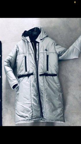 DKNY Abrigo de plumón color plata-gris claro