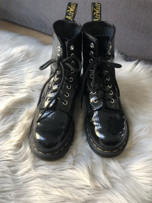 Dr. Martens Airways Lace-up Boots black