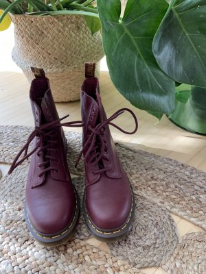 Dr. Martens rot