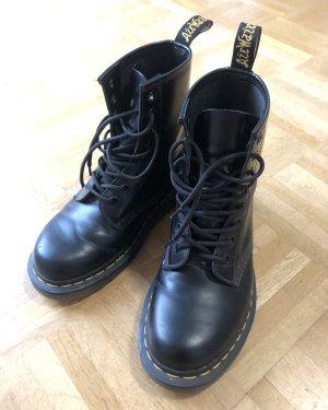 Dr. Martens Short Boots black