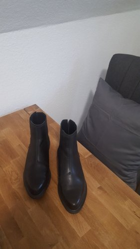 Dr. Martens Zillow Chelsea Boots <3