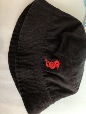 Subdued Bucket Hat black-red