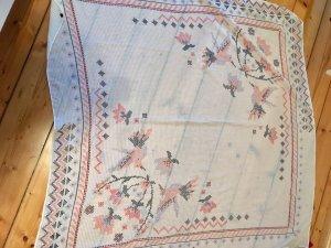 Dreieckstuch mit Vögeln und Blumen