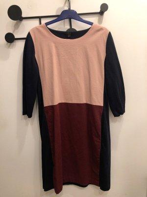 Dreifarbiges Kleid von COS