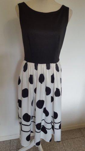 Dress V Kleid Gr 40
