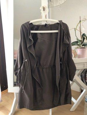 Dünne Damenjacke bzw. kurzer Trenchcoat