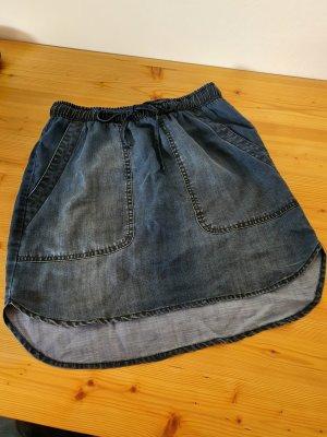 dünner Jeansrock mit Taschen und Bändern