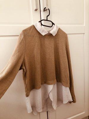 Dünner Pullover in beige mit einem weißen Hemd darunter!