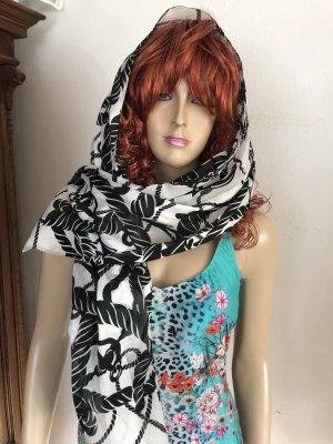 Duftiger italienischer Schal