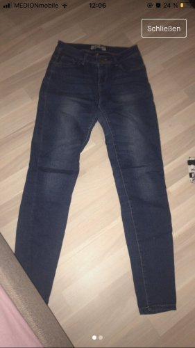 Dunkel blaue Jeans