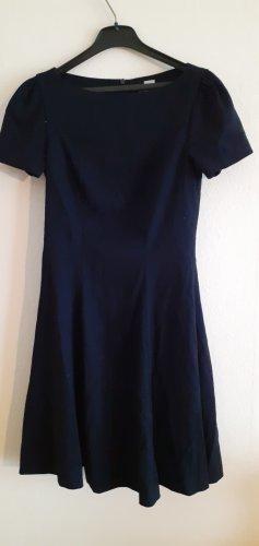 dunkel blaue Kleid