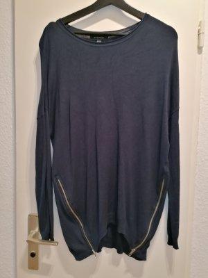 dunkel grauer Pullover mit Reißverschlüsse an den Seiten