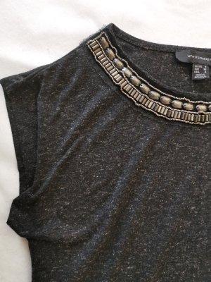 dunkel graues T-shirt mit Schmuckapplikationen