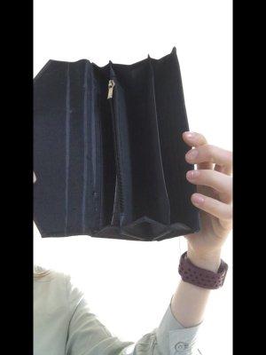 dunkel grüne Geldtasche