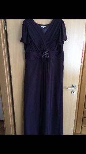 Dunkel lilafarbenes Kleid