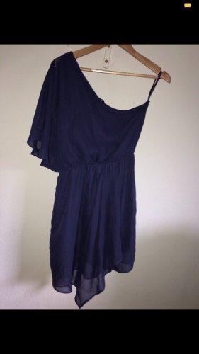 Robe asymétrique violet foncé