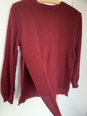Dunkel roter Pullover Bordeaux