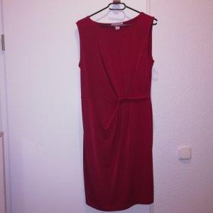 Dunkel rotes Kleid