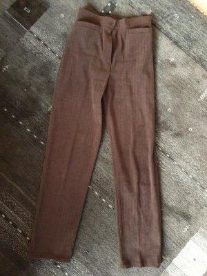 dunkelbaune Hose aus Streifenvelours