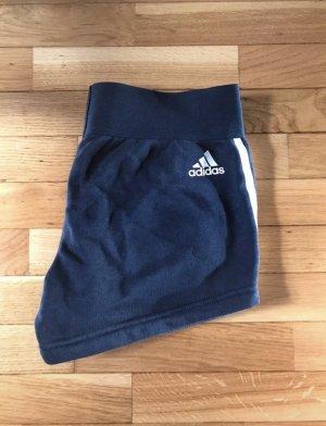 Dunkelblaue Adidas Shorts