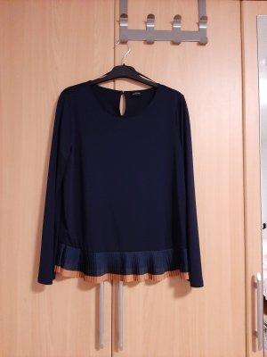 dunkelblaue Bluse mit Falten am Ende