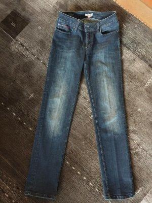 dunkelblaue Hilfiger-Jeans, mid rise, straight, used-look