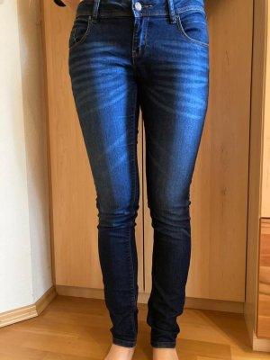 Dunkelblaue Jeans, super skinny