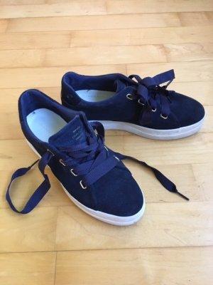 Dunkelblaue Sneaker von GANT aus Leder.