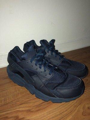 Dunkelblaue Sneaker von Nike (Huaraches)