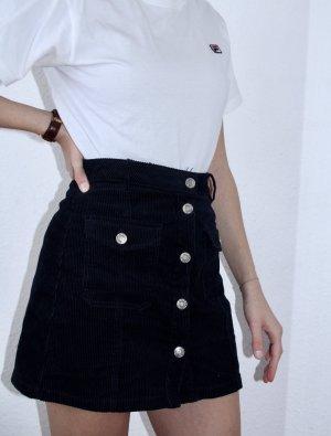Dunkelblauer Cordrock mit Taschen und silberner Knopfleiste
