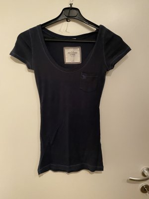 Dunkelblaues A&F Shirt