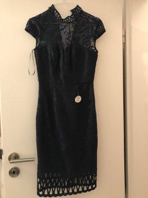 Chi Chi London Sukienka koktajlowa ciemnoniebieski-niebieski